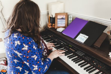5 hour Private Lessons with Kat for the price of 4!: £100 (Singing/Song writing or drama)